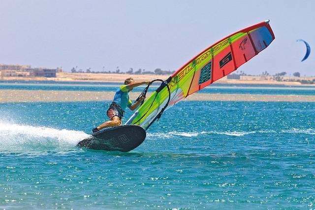 surf-3859467_640